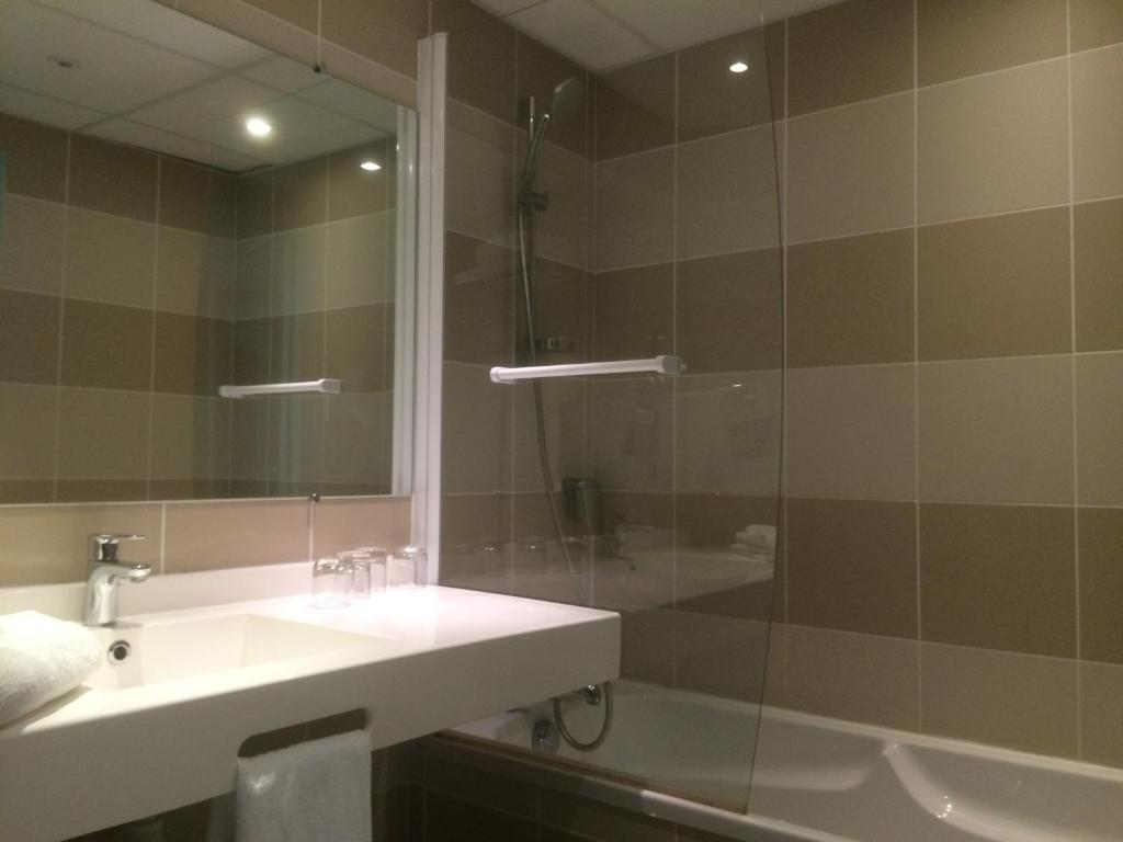 Salle De Bain Beige Marron ~ Hotel Kyriad Gu Ret