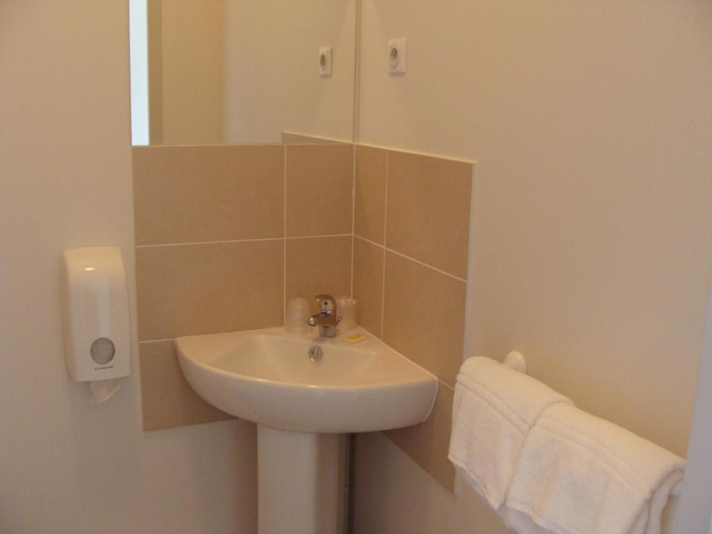 p 39 tit dej hotel le mans sud r servation gratuite sur viamichelin. Black Bedroom Furniture Sets. Home Design Ideas