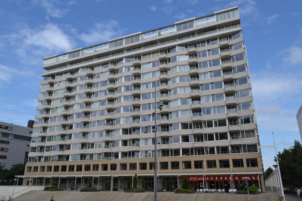 139 259 Night Apartments