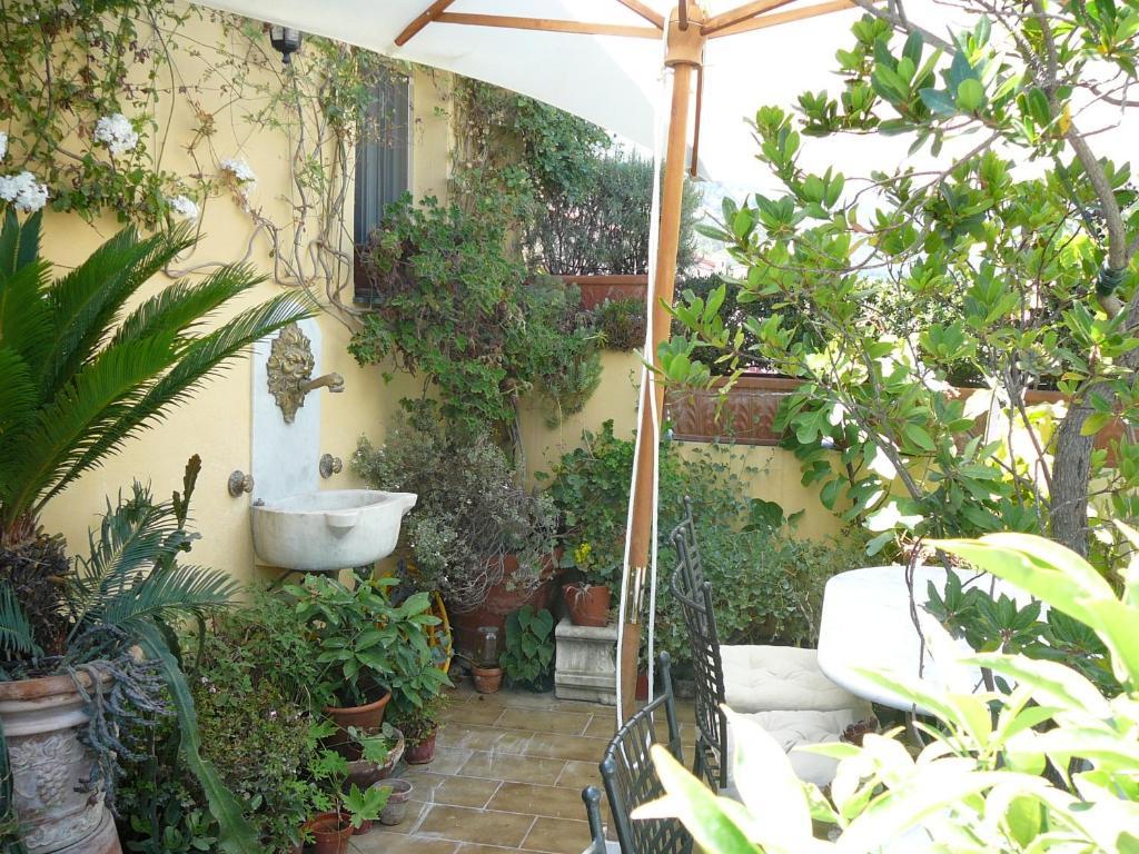 La Terrazza dei Pelargoni B&B, Gästezimmer Ventimiglia