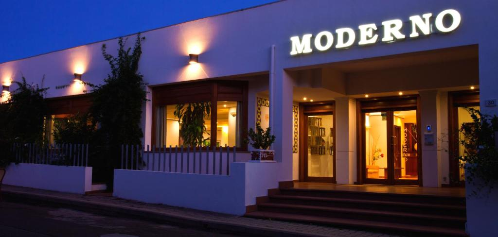 Hotel moderno olbia online booking viamichelin for Hotel moderno madrid booking