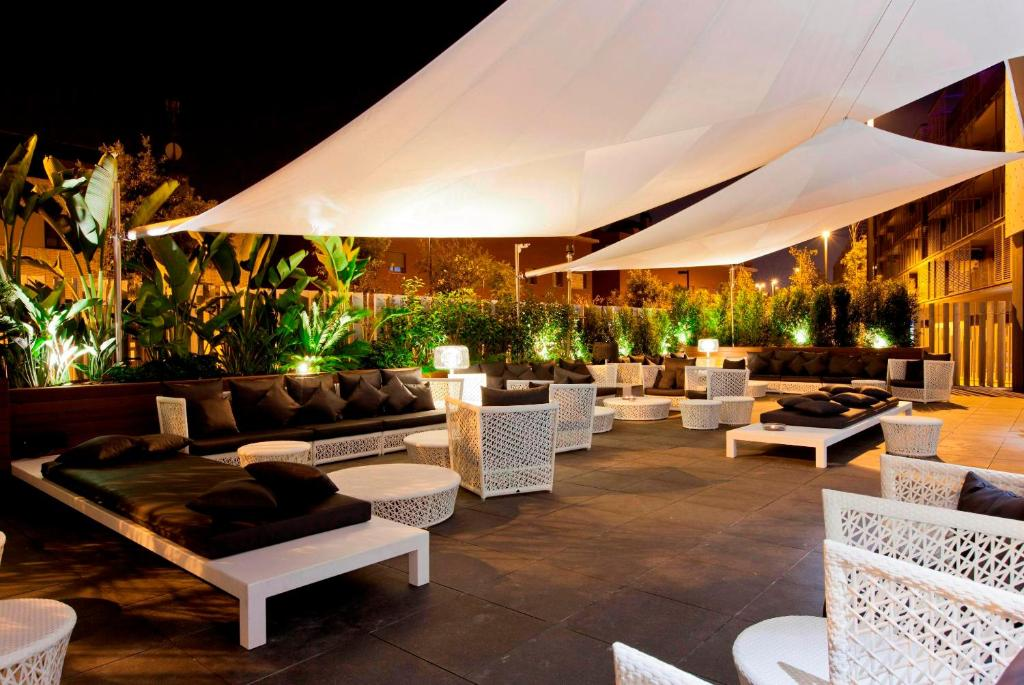 Hotel sb plaza europa barcelona book your hotel with for Noche hotel barcelona