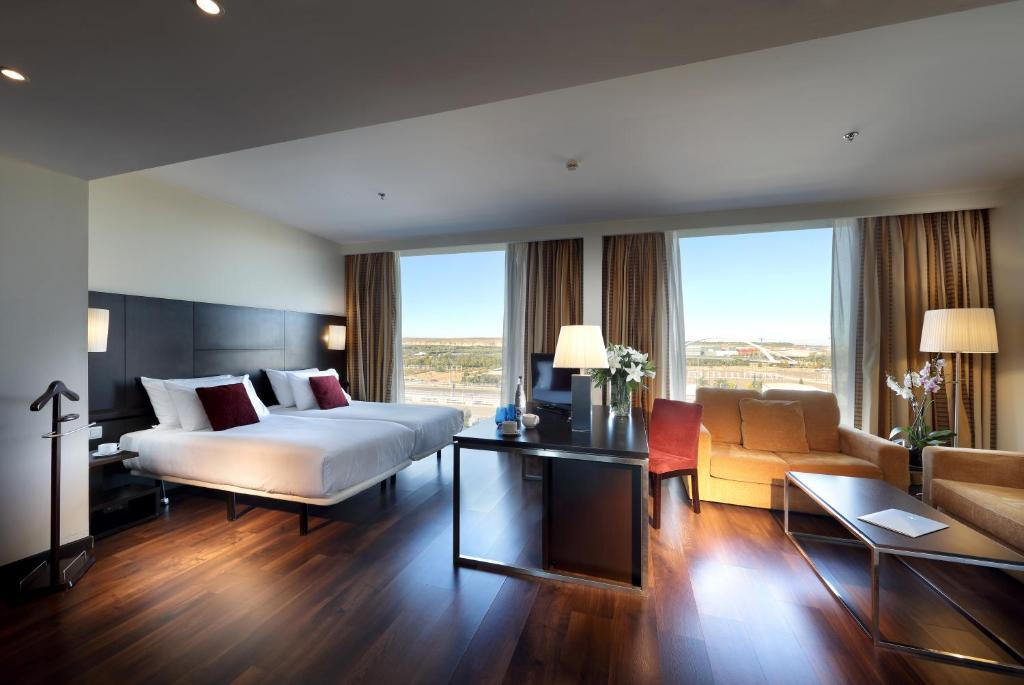 Eurostars zaragoza zaragoza reserva tu hotel con for Habitaciones familiares zaragoza