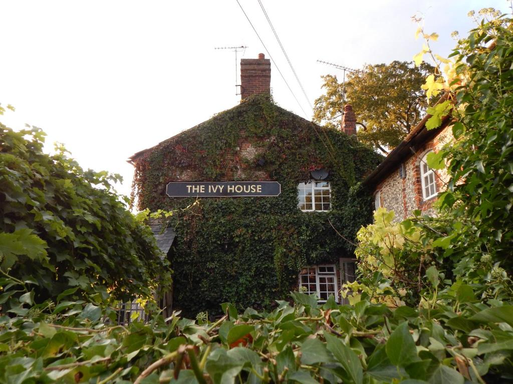The ivy house high wycombe informationen und buchungen for The ivy house