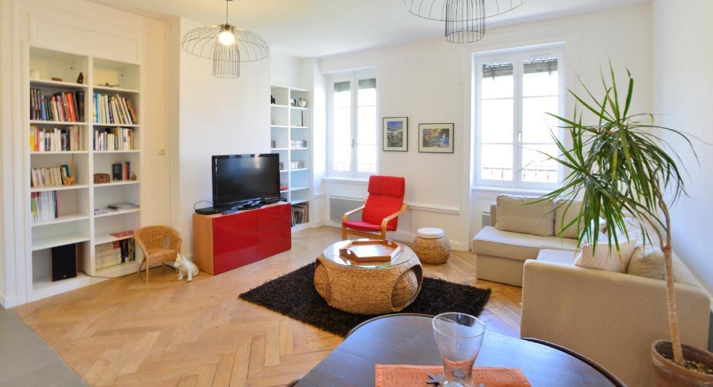 Appartement appart 39 montauban appartement lyon dans le for Appart hotel dans le 95