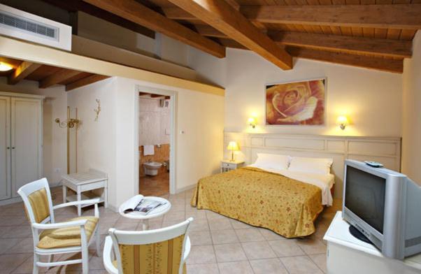 Camera Matrimoniale A Carpi.Hotel Gabarda Carpi
