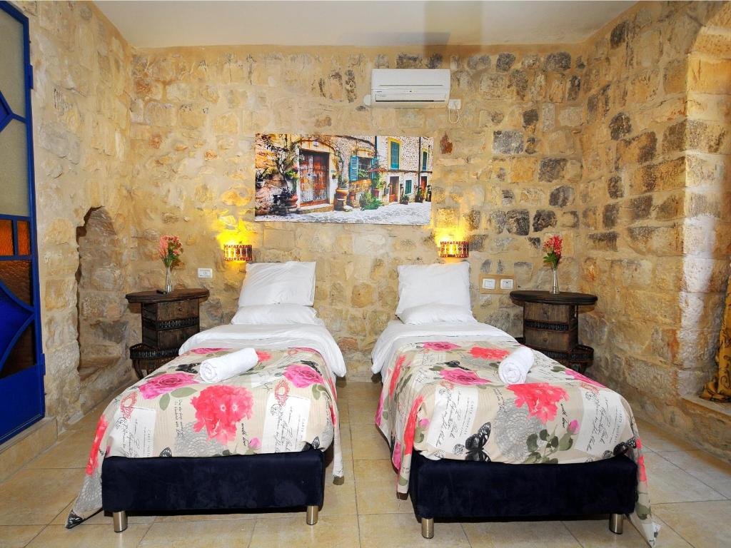 Vitrage luxury residence bed breakfast safed