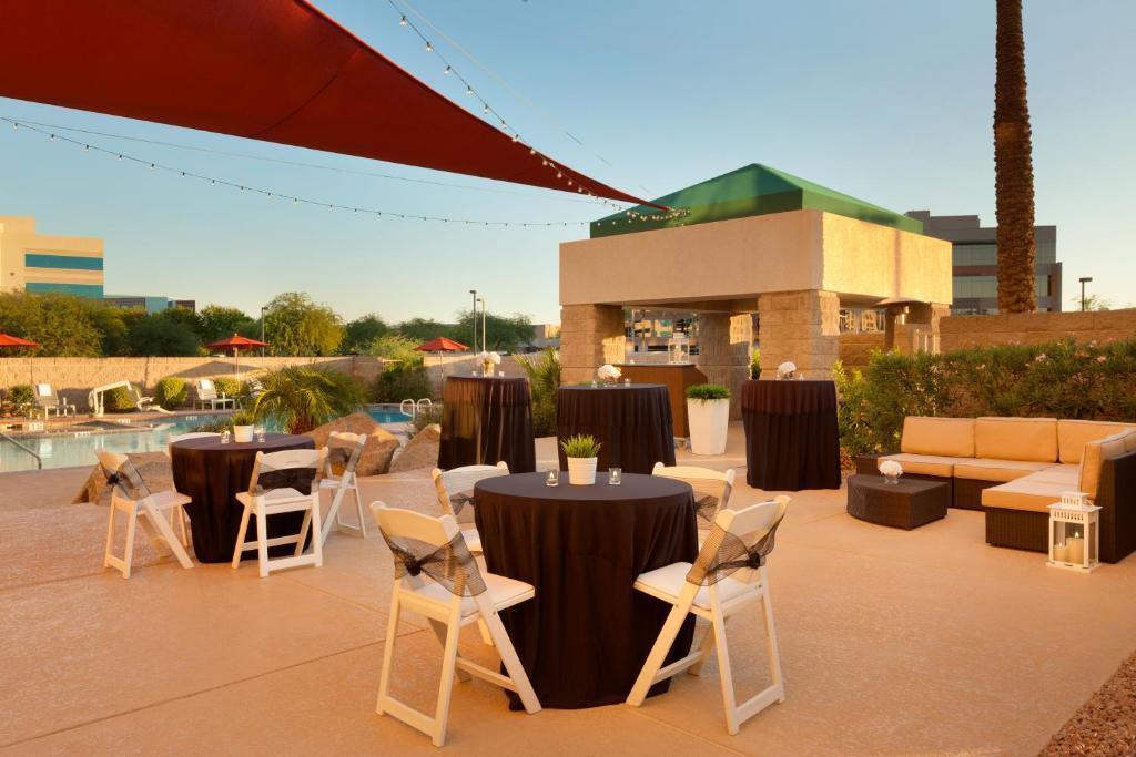 radisson hotel phoenix airport in phoenix arizona 25. Black Bedroom Furniture Sets. Home Design Ideas