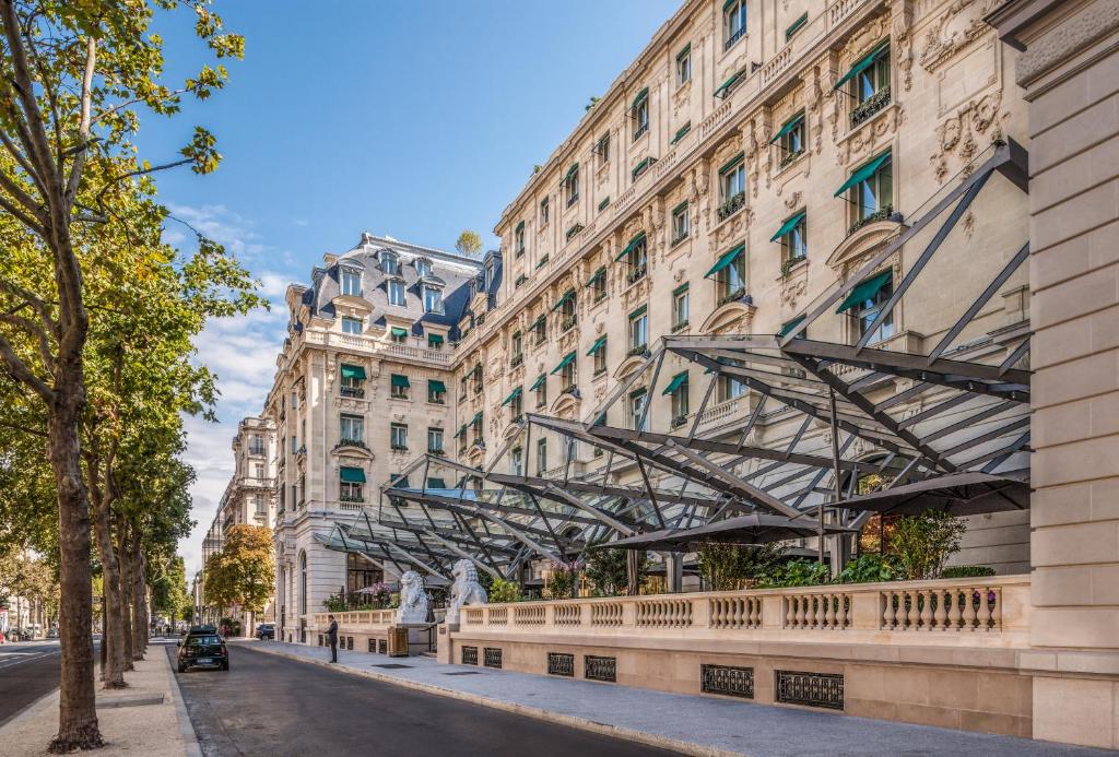 Hotel the peninsula paris neuilly sur seine for Michelin hotel france