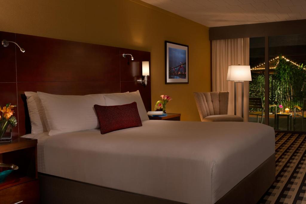 Book Now Millennium Buffalo (Buffalo, United States). Rooms Available for all budgets. Offering an indoor pool and a restaurant Millennium Airport Buffalo is located in Cheektowaga. Free WiFi access is available.Each room here will provide you with air condition