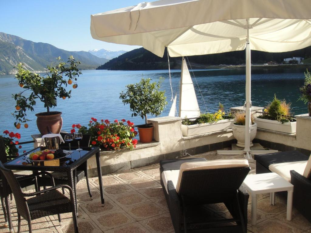 Hotel Schloesschen Am See