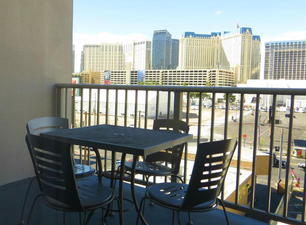 Ellis Island Hotel Super 8 Las Vegas Book Your With Viamichelin