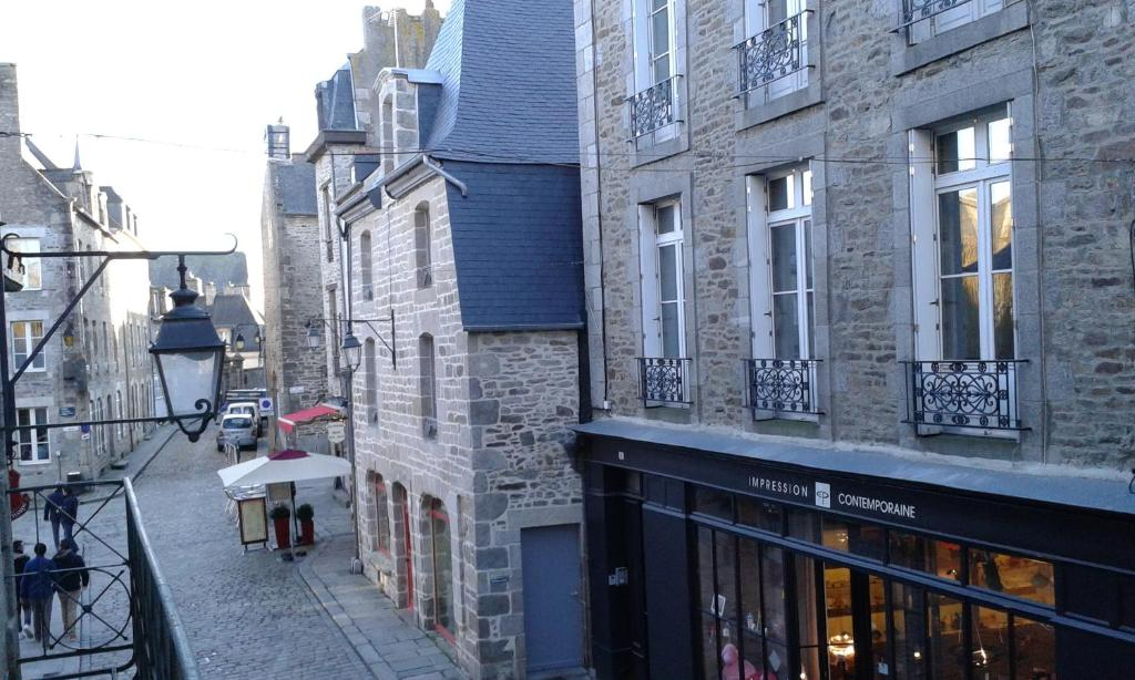 Le m di val h tel le challonge dinan online booking for Appart hotel dinard