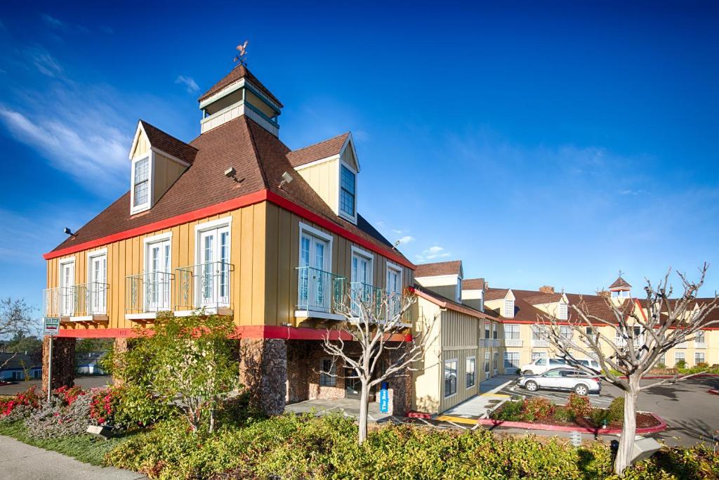 Red Lion Inn Amp Suites Auburn Auburn Book Your Hotel