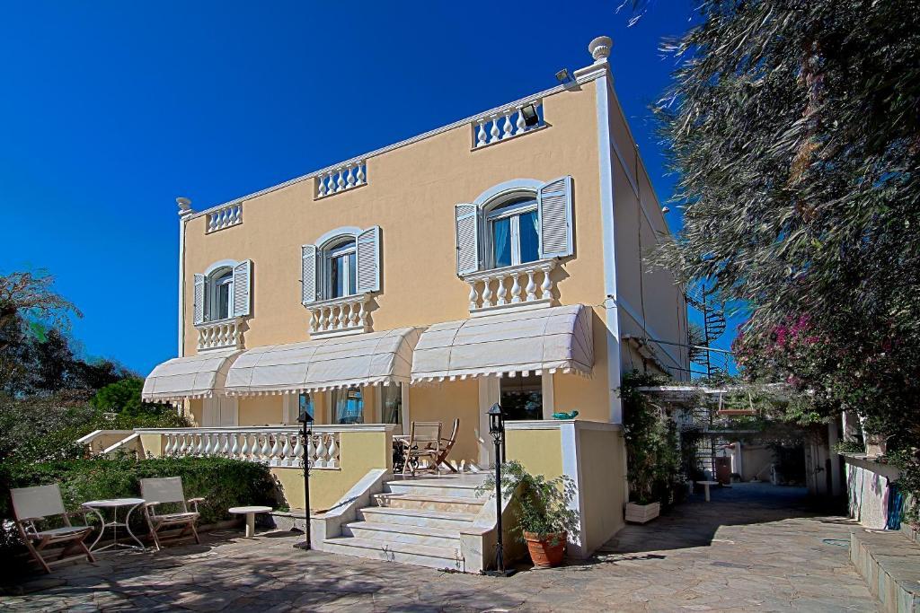 Villa Emy, Villa Lagonissi