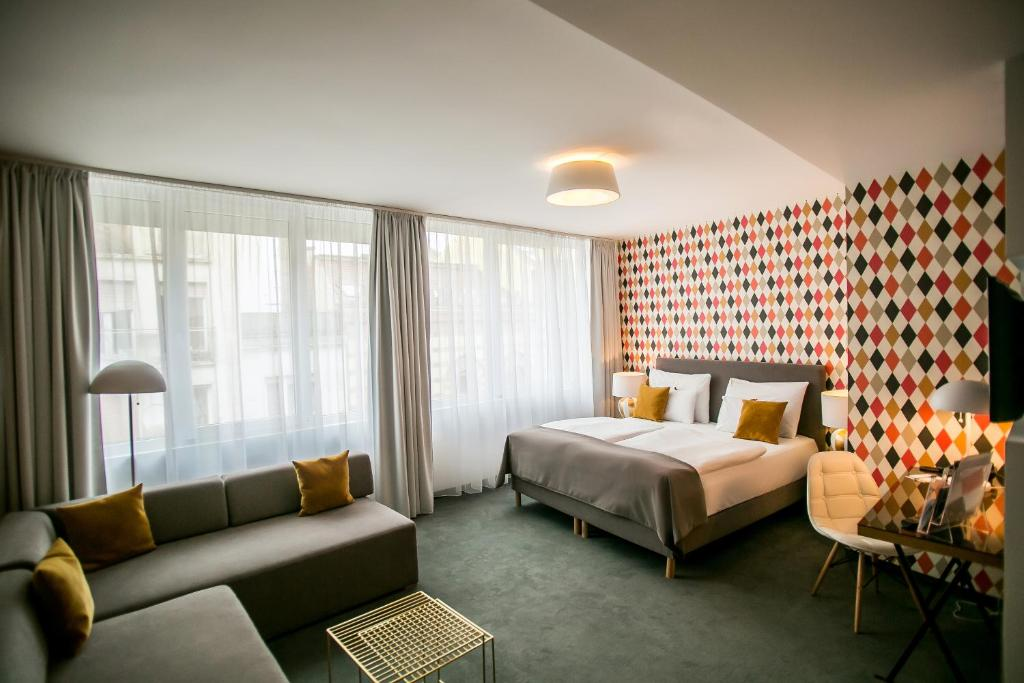 Booking Roombach Hotel