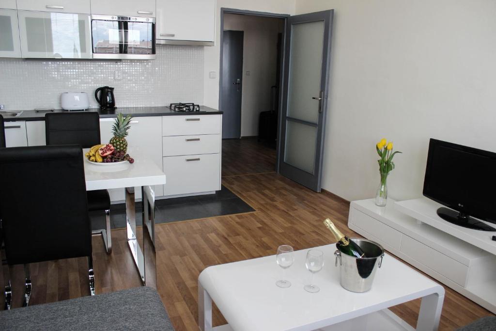 Apartment tomino ii brno reserva tu hotel con viamichelin for Design apartment udolni brno