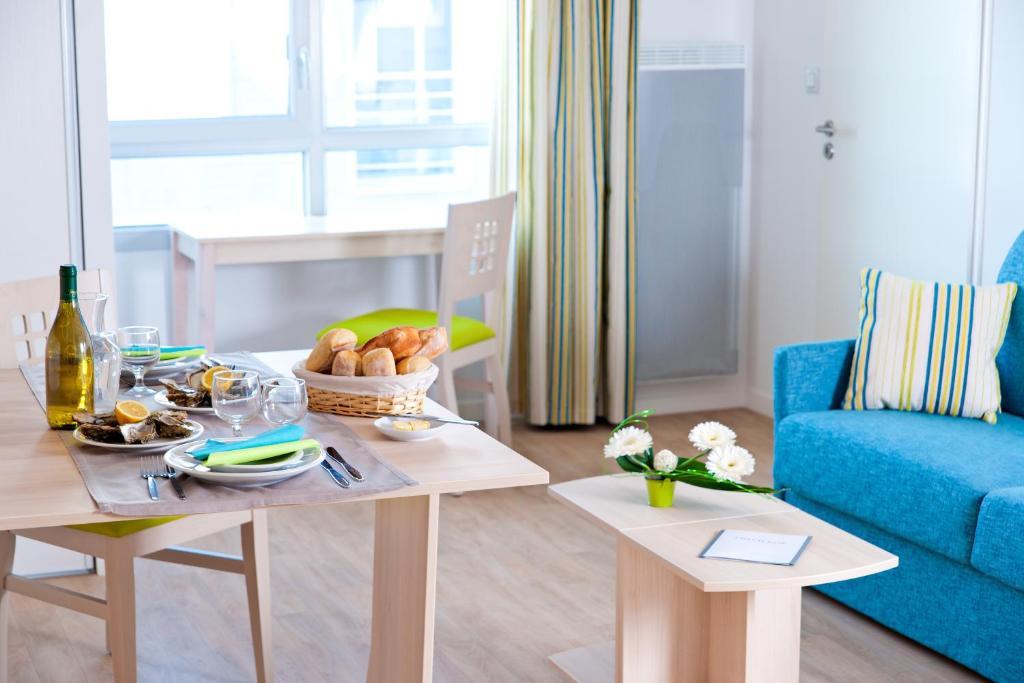 lagrange appart 39 hotel l escale marine la rochelle. Black Bedroom Furniture Sets. Home Design Ideas