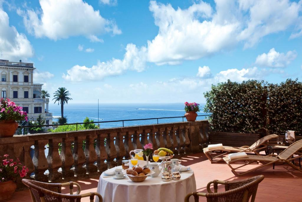 Grand Hotel Excelsior Vittoria Restaurant Menu