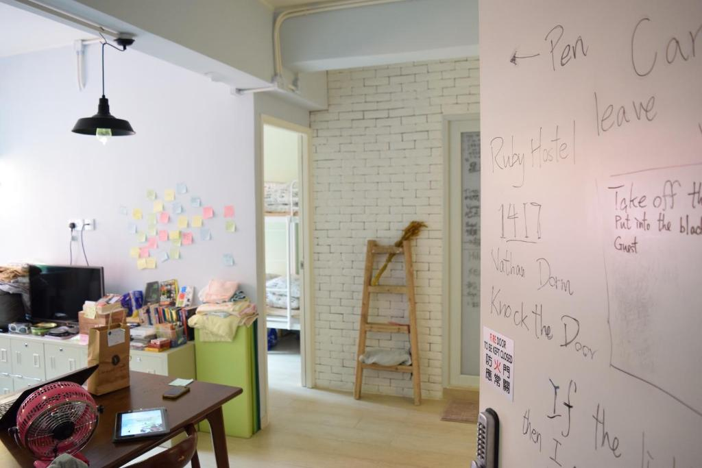 ruby hostel budget hong kong hostels