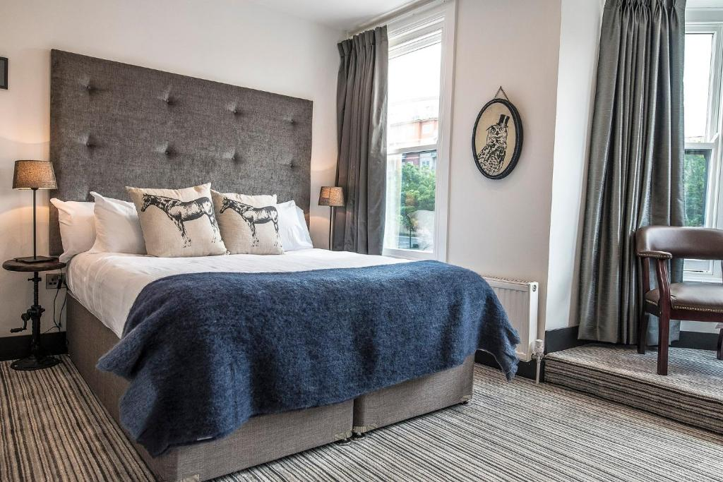 Swell Peaky Blinders Accommodation Bar Bed Breakfast Southport Download Free Architecture Designs Rallybritishbridgeorg