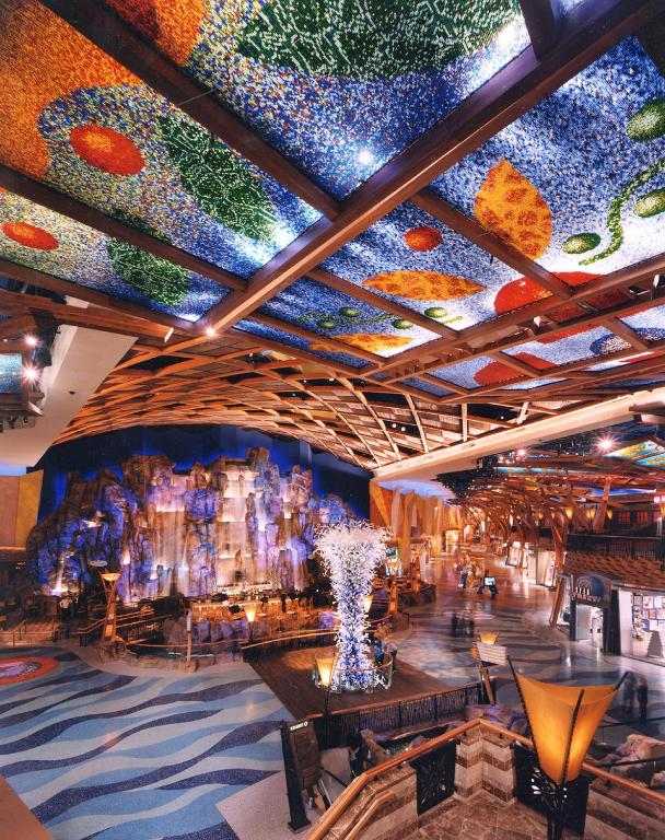 Book Now Mohegan Sun (Uncasville, United States). Rooms Available for all budgets. The Mohegan Sun in Montville Connecticut has on-site activities like gambling in the casino lounging in the nightclub and relaxing in the spa centre. Free Wi-Fi is also provid