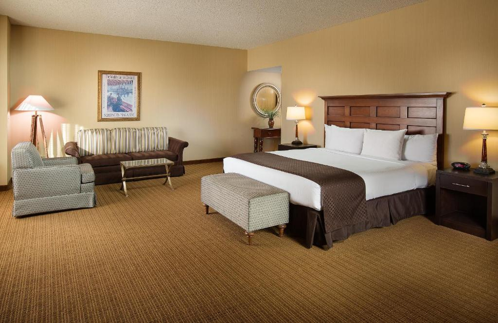 Book Now Doubletree Hotel Chicago O Hare Airport Rosemont (Rosemont, United States). Rooms Available for all budgets. Fluffy beds free airport shuttle service and a convenient airport location have our guests doing a double take at the non-smoking Doubletree Hotel Chicago O'Hare Airport Rosem