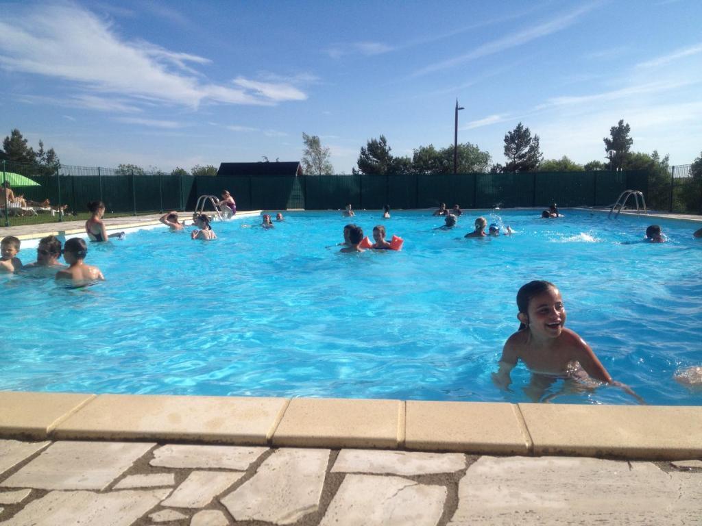 Le bois de la reine r servation gratuite sur viamichelin for Super besse piscine