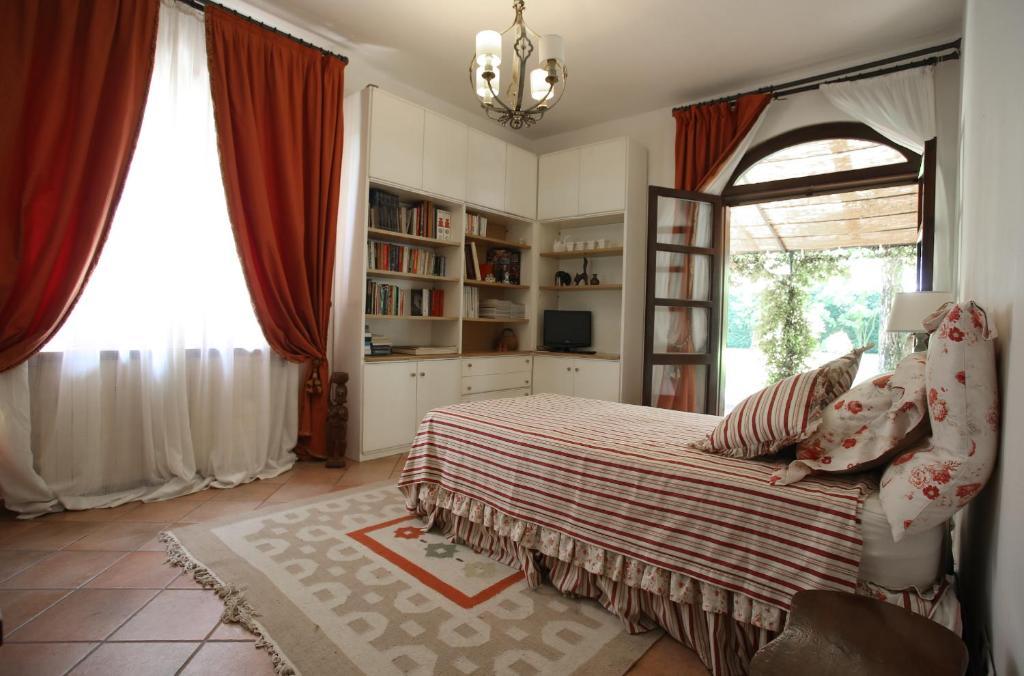Camera Matrimoniale A Carpi.La Villa Delle Rose Affitti Carpi
