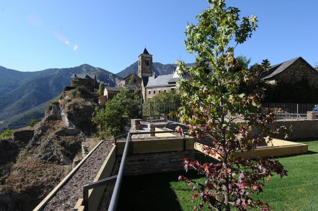 Casa rural la comella sort book your hotel with viamichelin - Casa rural sort ...