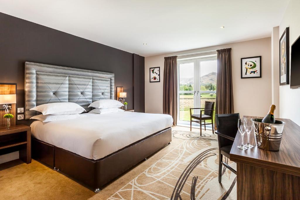 Room Service Daffodil Hotel