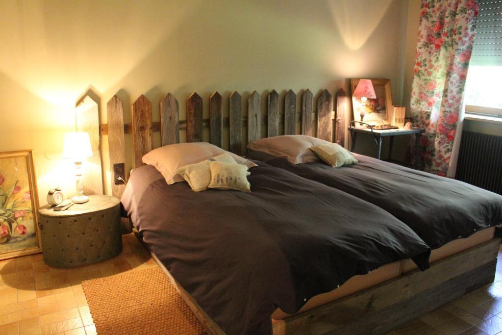 Chambre d 39 h tes dans le jardin de marie chambre d 39 h tes bouxwiller - Chambres d hotes les caselles ...