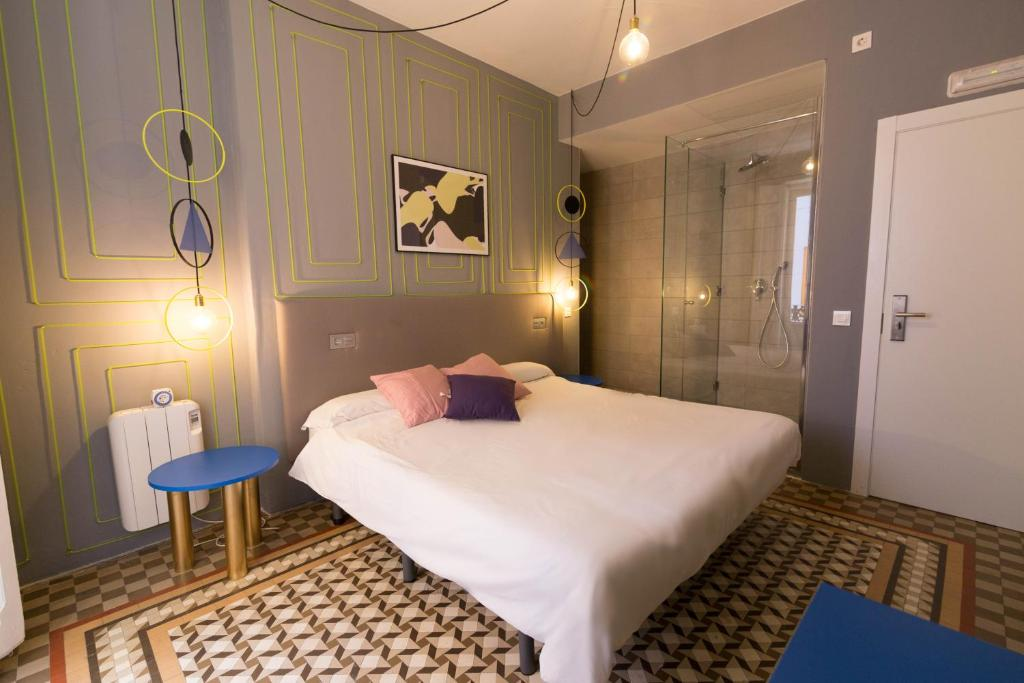 Valencia Lounge Hostel : Valencia lounge hostel bed breakfast valencia