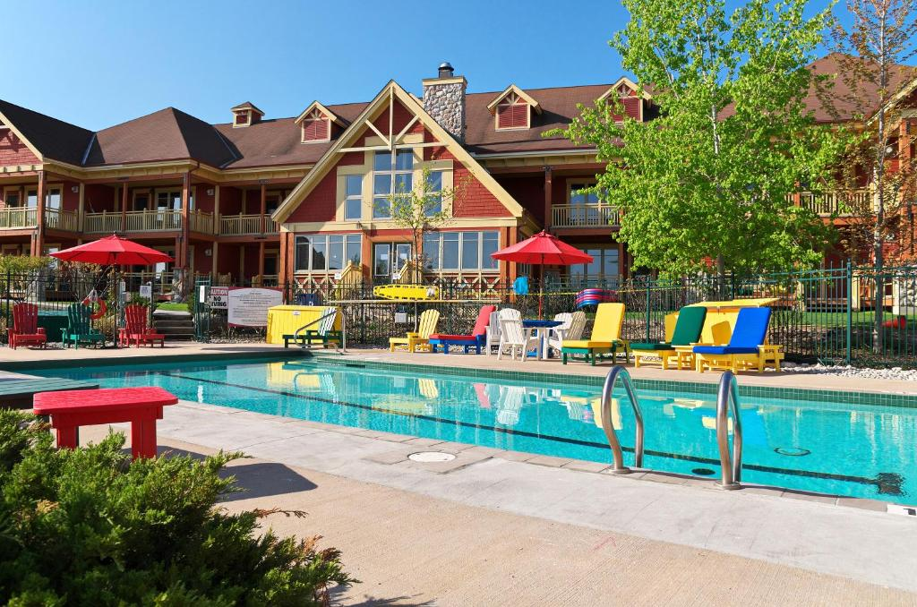 Collingwood Hotels With Outdoor Pool