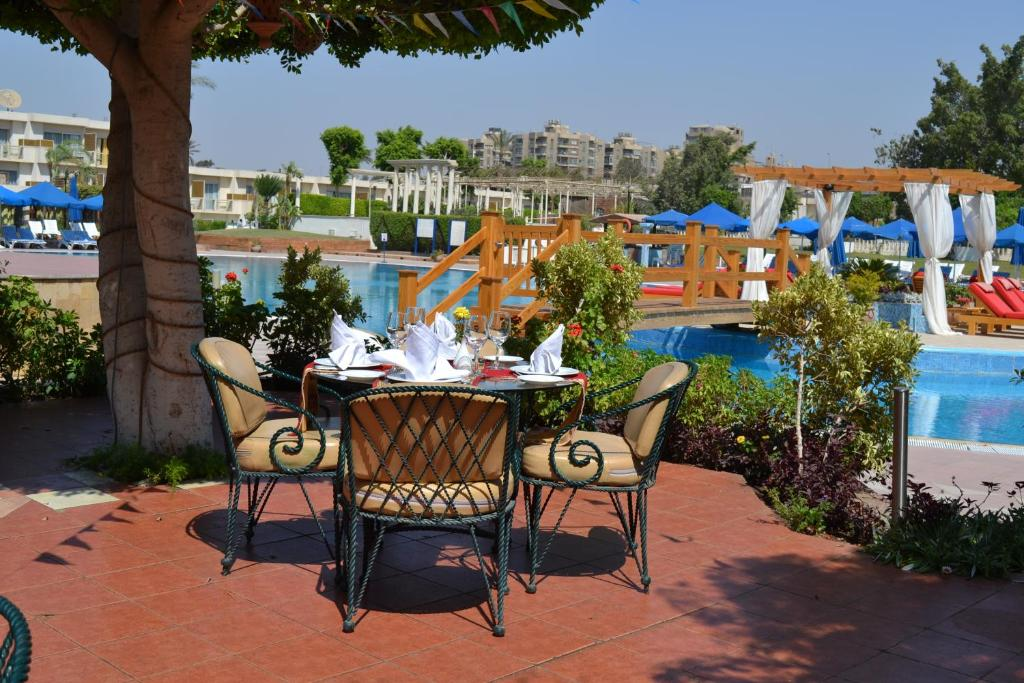 Pyramids Park Resort Restaurants