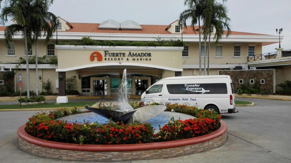 Hotel montreal panam reserva tu hotel con viamichelin for Habitaciones familiares italia