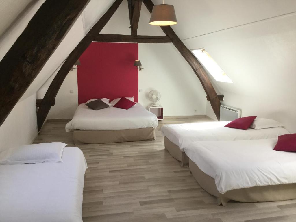 hotel les trois lys r servation gratuite sur viamichelin. Black Bedroom Furniture Sets. Home Design Ideas