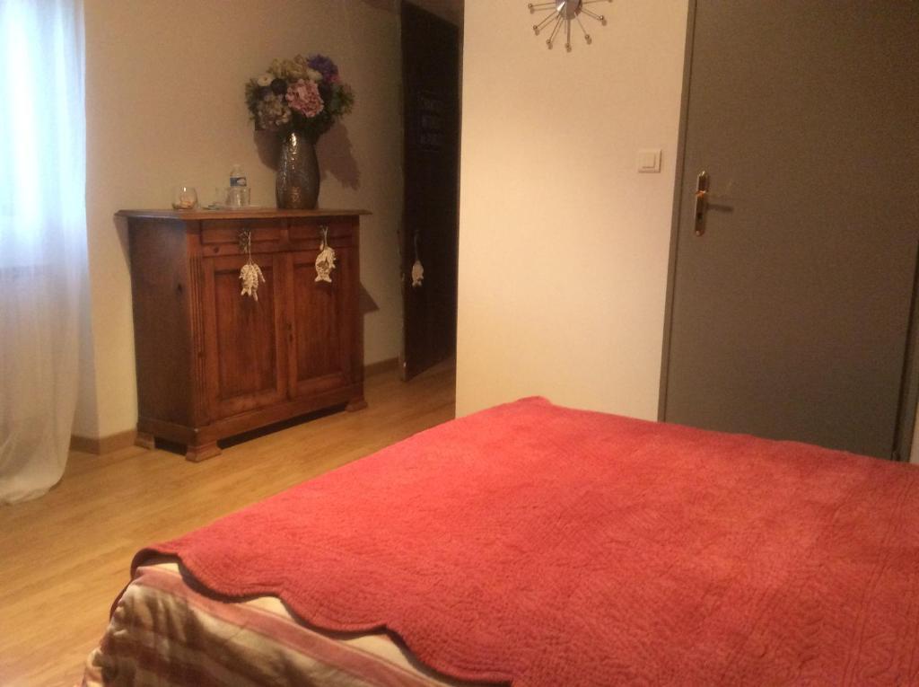 Chambres d\'hôtes Saint-Exupéry - Bed & Breakfast in Entraigues sur ...