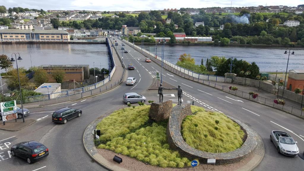 Derry Speed datant