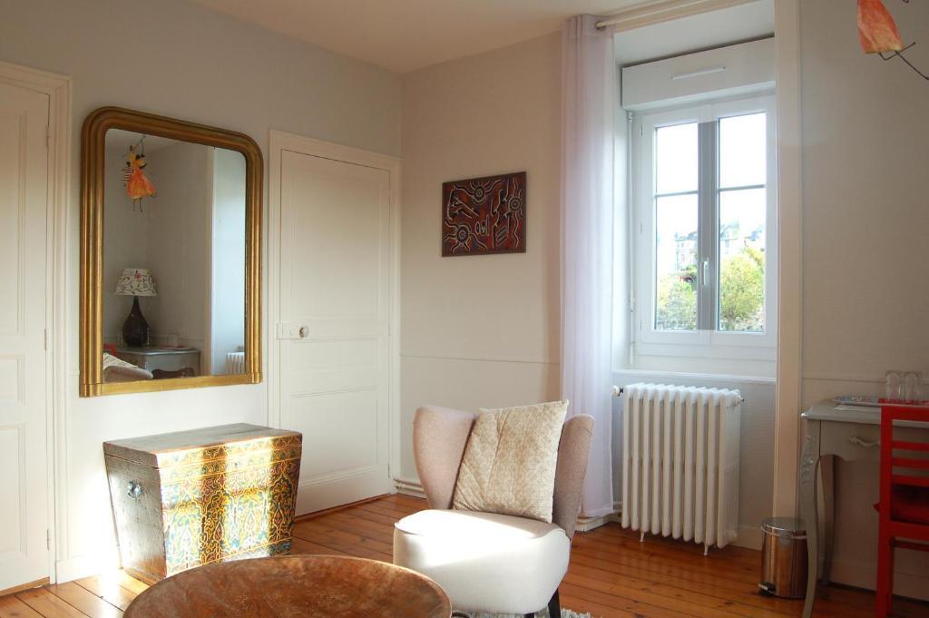 chambres d 39 h tes la maison de la tortue bleue chambres d 39 h tes dinan dans les c tes d 39 armor. Black Bedroom Furniture Sets. Home Design Ideas