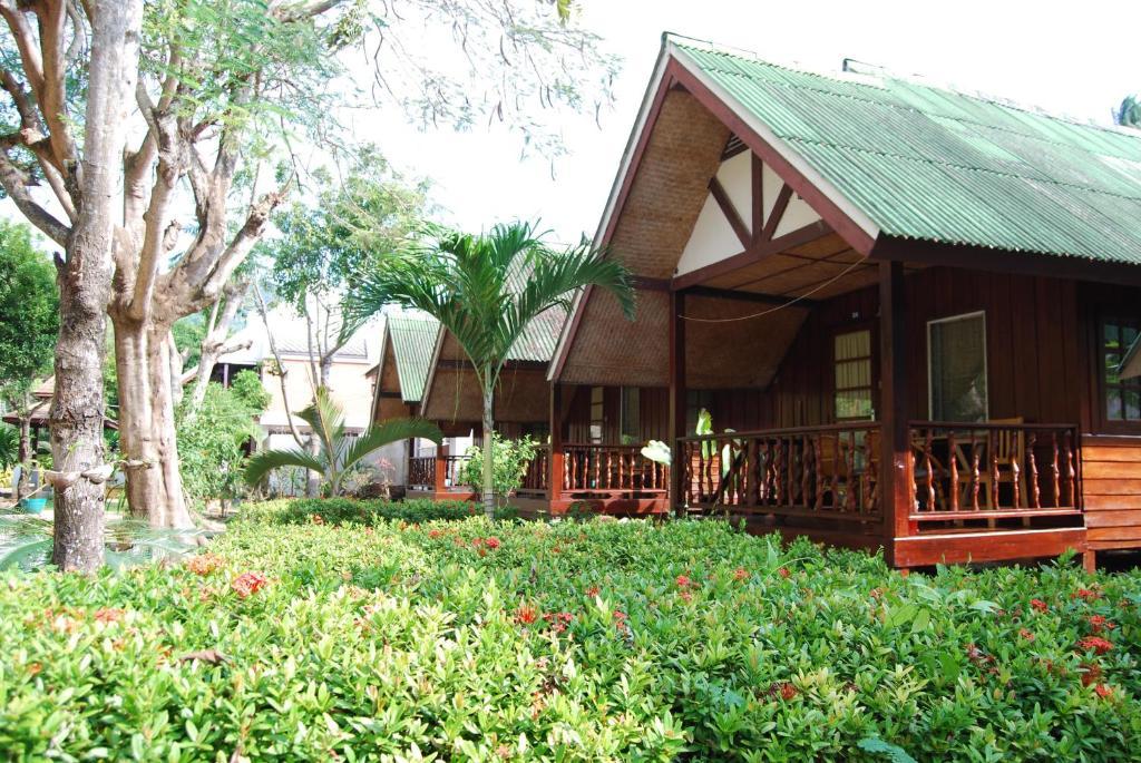 Rose garden samui bungalow ko samui informationen und for Katzennetz balkon mit pattaya garden resort bungalow