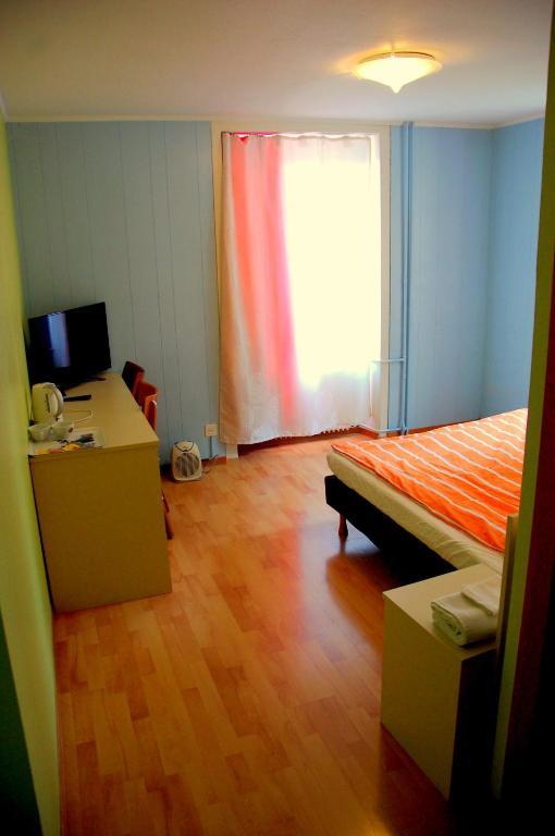 h tel de l 39 ours sainte croix prenotazione on line viamichelin. Black Bedroom Furniture Sets. Home Design Ideas