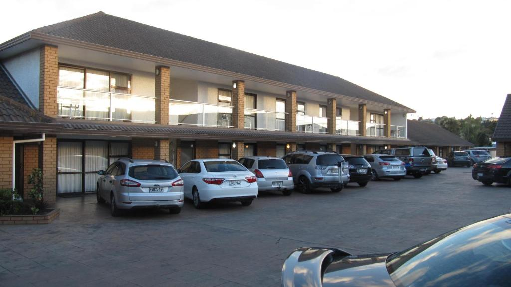 Palm city motor inn napier book your hotel with for Free room at motor city casino
