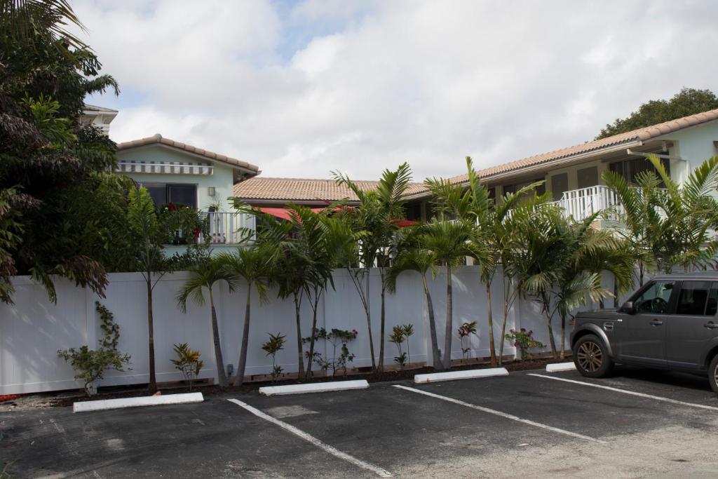 The Big Coconut Guesthouse Gay Men S Resort Fort