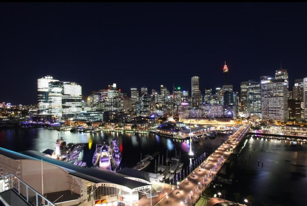 Cool 3 Bedroom Darling Harbour Apartment Wohnung Sydney Home Interior And Landscaping Dextoversignezvosmurscom