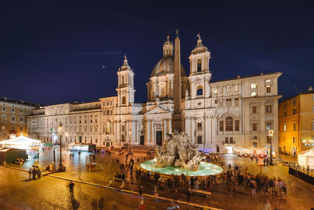 Rhea silvia luxury navona rome book your hotel with for Hotel luxury navona