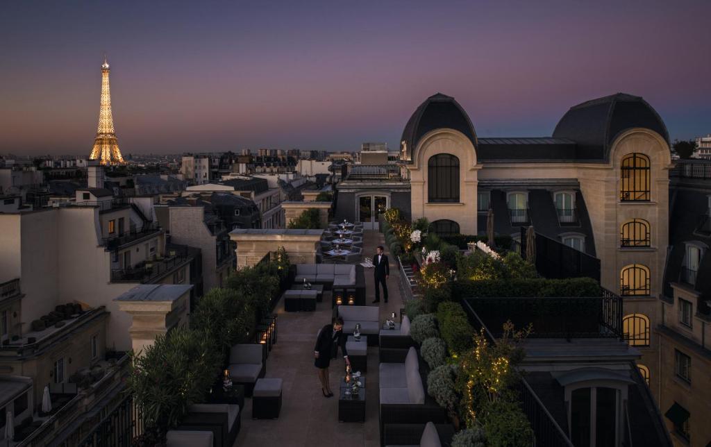 hotel the peninsula paris paris book your hotel with viamichelin. Black Bedroom Furniture Sets. Home Design Ideas