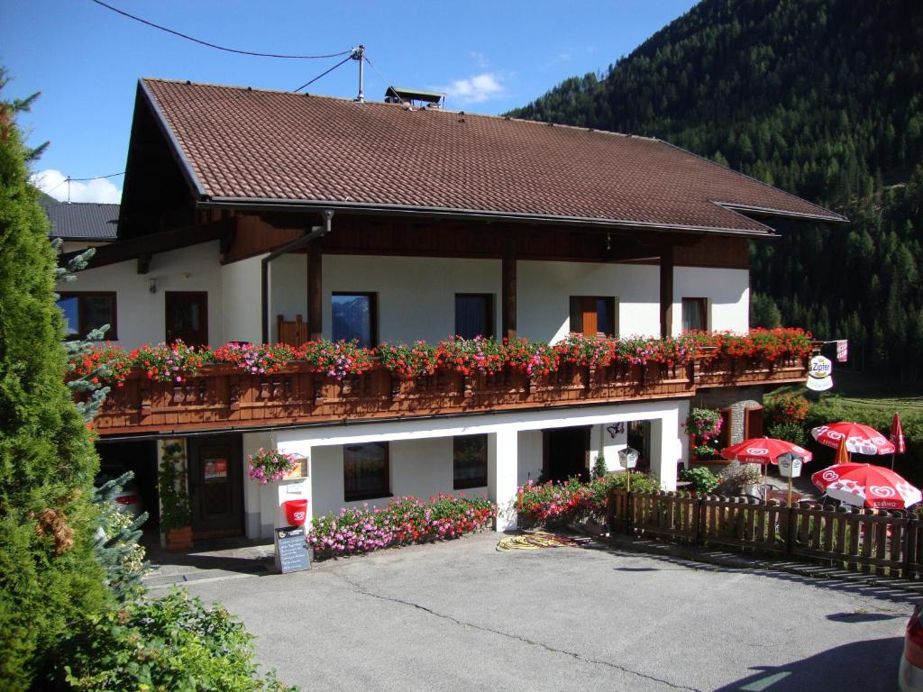 pension sch ne welt matrei in osttirol book your hotel with viamichelin. Black Bedroom Furniture Sets. Home Design Ideas