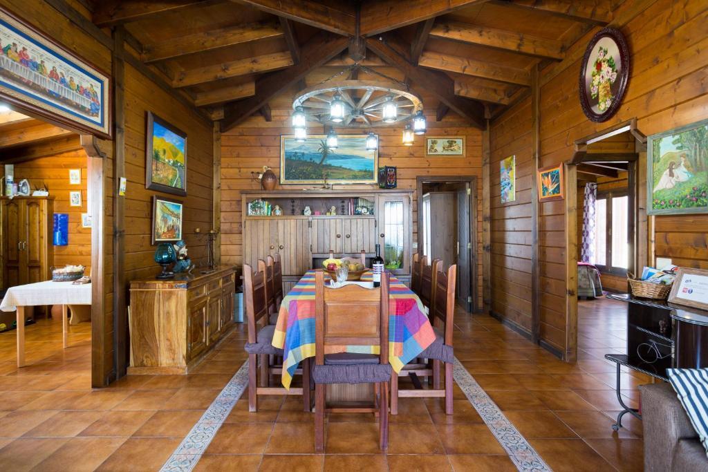 Casa Madera Vistas Mar Y Montana Holiday Home Arafo