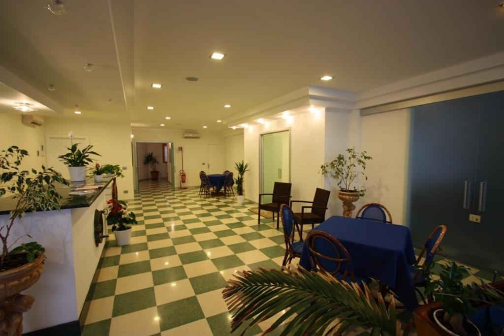 https://q-xx.bstatic.com/images/hotel/max1024x768/881/8817750.jpg